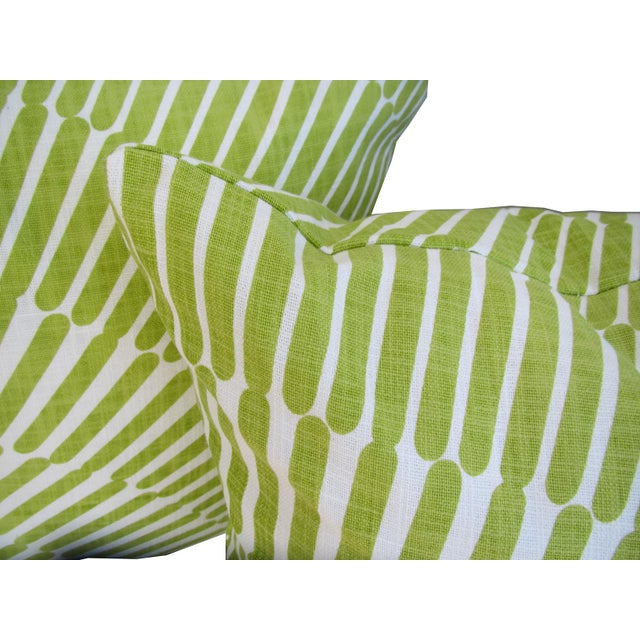 Mid-Century Modern Pair of Green and White Throw Pillows For Sale - Image 3 of 5