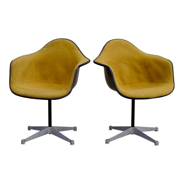 Mid Century Early Herman Miller Pac-1 Upholstered Swivel Chairs- a Pair For Sale
