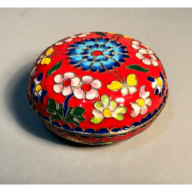 1960s 1960s Chinese Cloisonne Enameled Round Box For Sale - Image 5 of 6