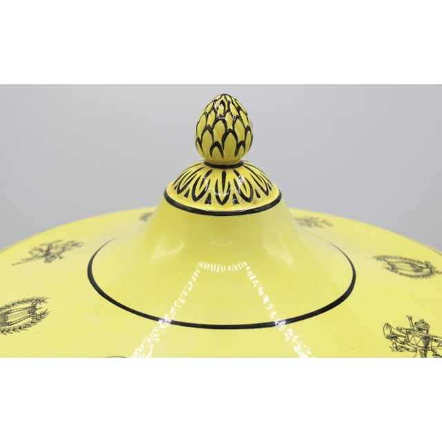 Large Mid 20th Century Italian Mottahedeh Yellow Handled Urn With Artichoke Lid For Sale - Image 11 of 13