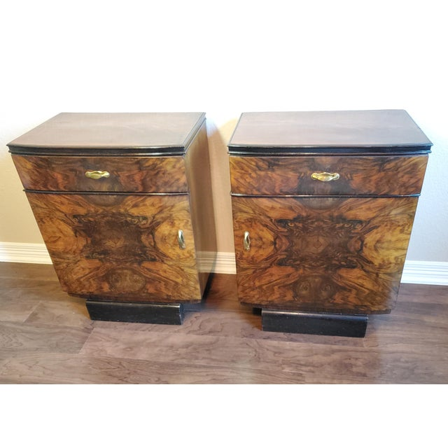 Art Deco 1930s Italian Art Deco Highly Figured & Burled Walnut Bedside Cabinet - a Pair For Sale - Image 3 of 12