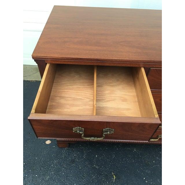 Brass 1940s Traditional Kittinger Mahogany 9-Drawer Dresser For Sale - Image 7 of 12
