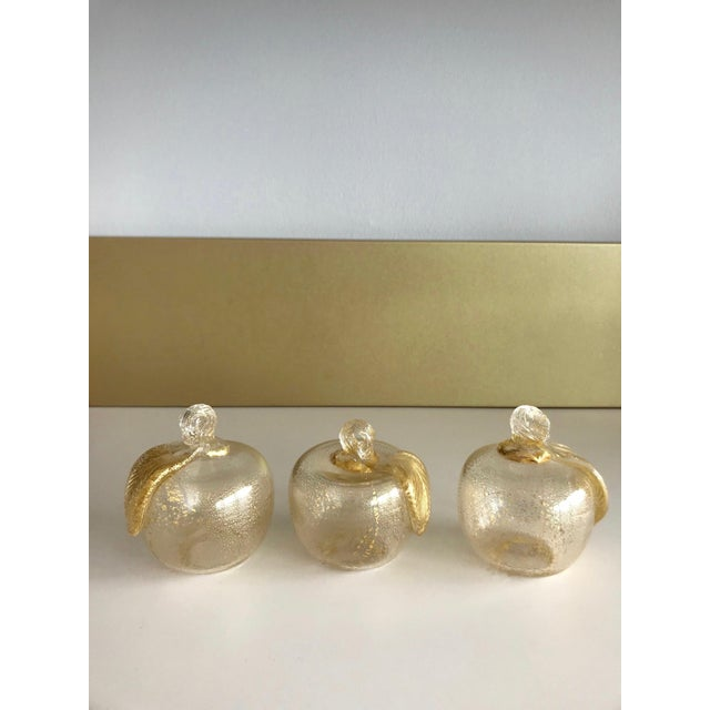 Archimede Seguso Set of Three Seguso Murano Glass Apples With Gold Flecks For Sale - Image 4 of 11
