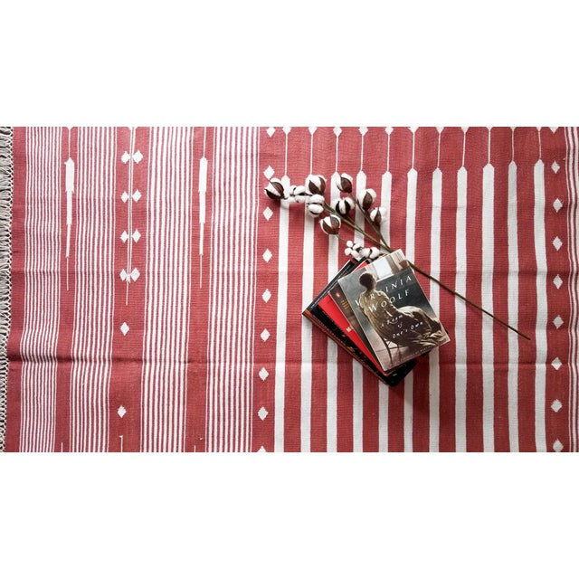 """Contemporary Contemporary Handwoven """"Alwar Rusty Rose"""" Area Rug - 4′ × 6′ For Sale - Image 3 of 7"""