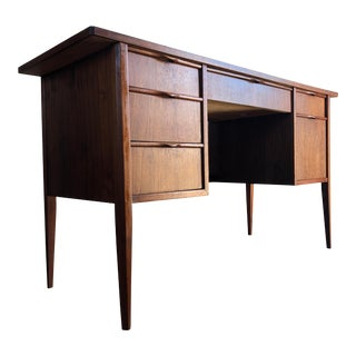 Vintage Mid Century Modern Writing Desk. For Sale