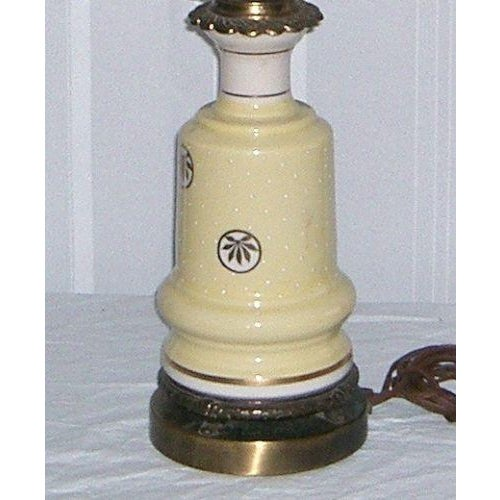 1940's Yellow Porcelain & Glass Table Lamp - Image 4 of 6