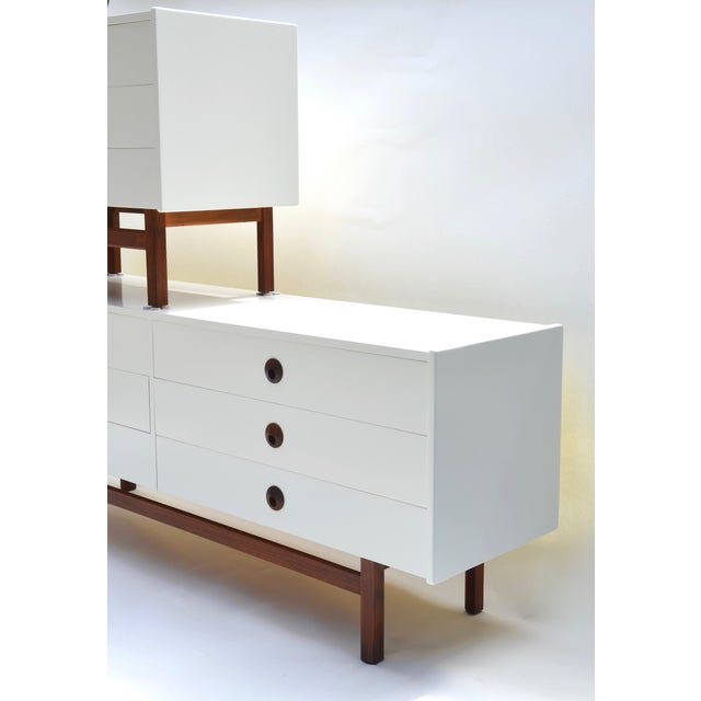 Mid Century Modern Brown Saltman Chest of Drawers Set For Sale In Los Angeles - Image 6 of 11