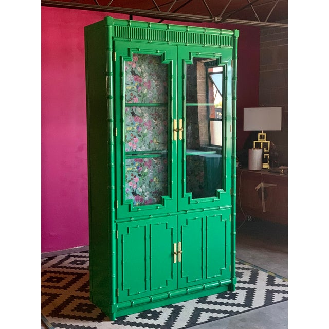 1960's Vintage Green Lacquered China Cabinet For Sale In Saint Louis - Image 6 of 11