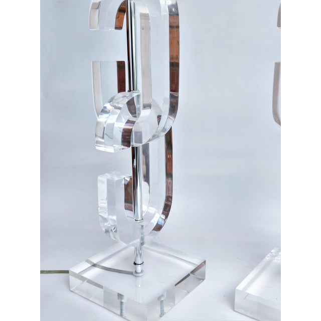 """Lucite """"Cc"""" Table Lamps in the Manner of Chanel - A Pair For Sale - Image 5 of 11"""