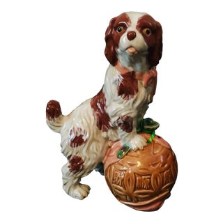 Dog - Staffordshire Style Ceramic Spaniel Dog Figurine With Chinoiserie String Keeper For Sale