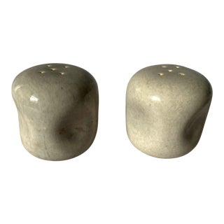 Vintage Russel Wright American Modern Salt and Pepper Shakers in Granite Gray - a Pair For Sale