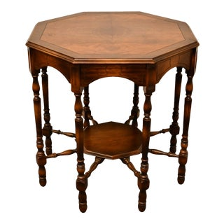 """20th Century Mersman Furniture Traditional Style Banded Bookmatched Walnut 30"""" Octagonal Accent End Table For Sale"""