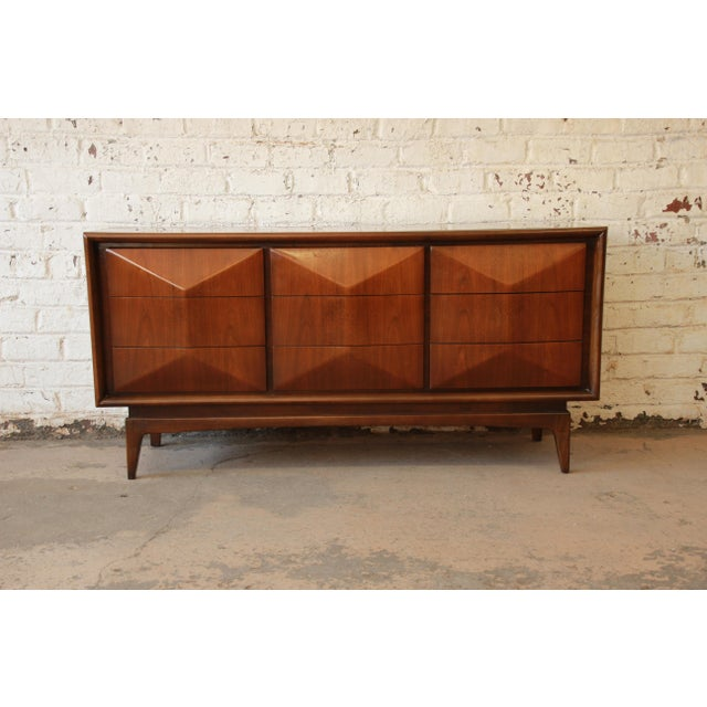 United Furniture Mid-Century Modern Diamond Front Dresser - Image 2 of 8
