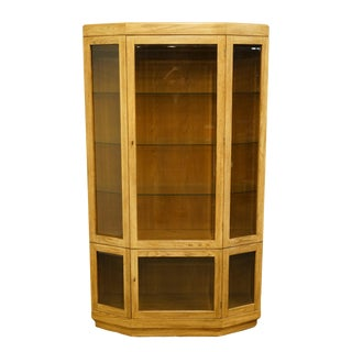 Late 20th Century Thomasville Furniture Forecast Collection Contemporary Illuminated Display Curio Cabinet For Sale