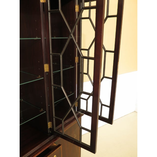 1980s Kittinger Richmond Hill Collection Mahogany Breakfront For Sale - Image 5 of 14