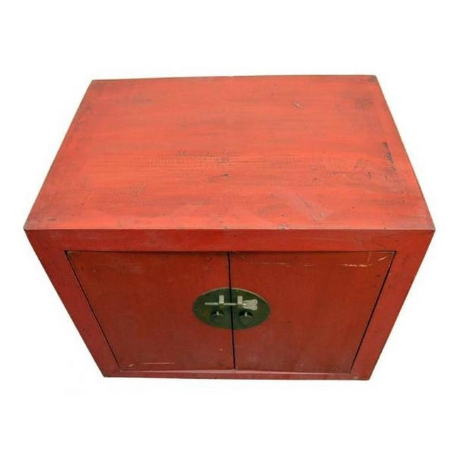 Mid 20th Century Antique Chinese Red Lacquer Cabinet with Brass Hardware from the 20th Century For Sale - Image 5 of 7