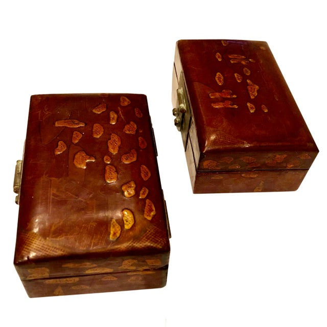 Early 19th Century Chinese Boxes With Oriental Figures - a Pair For Sale - Image 4 of 8
