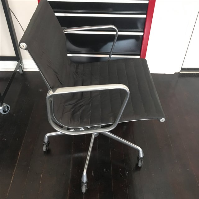 Eames Aluminium Group Management Chair - Image 4 of 5