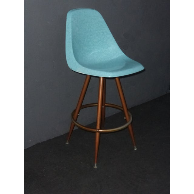 Mid Century turquoise fiberglass peg leg swivel bar stool. Gorgeous bar stool in great vintage condition with wear usual...