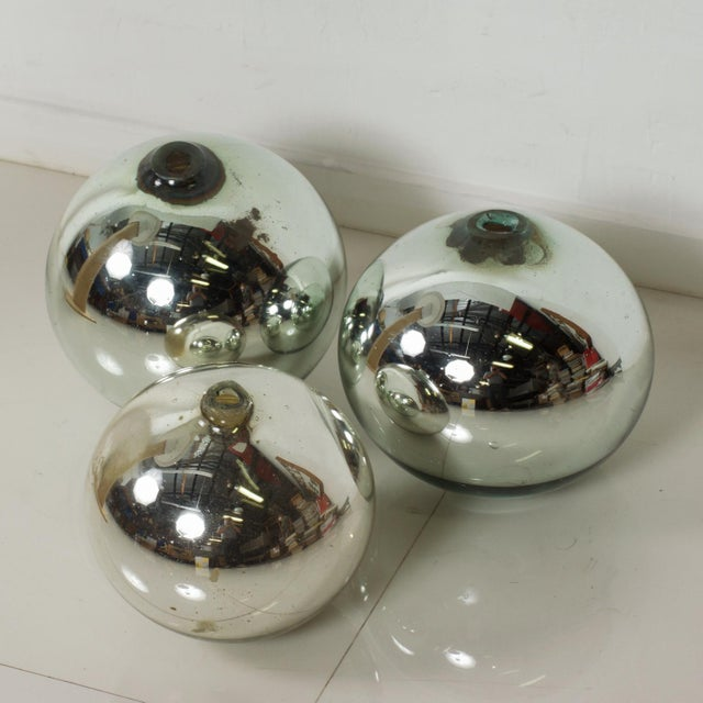 1950s Vintage 1950s Mexico Mercury Glass Globes Gazing Ball Spheres- Set of 3 For Sale - Image 5 of 8