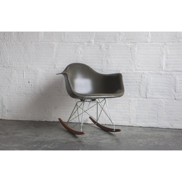 Eames 1950s Mid-Century Modern Eames Rocker For Sale - Image 4 of 4