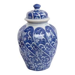 Mid 20th Century Chinoiserie Blue and White Chinese Ceramic Vase Urn For Sale