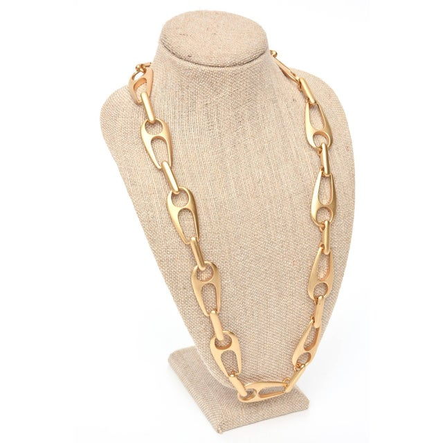 Sculptural Gold Plated Large Link Necklace Attributed Alexis Kirk For Sale - Image 4 of 10