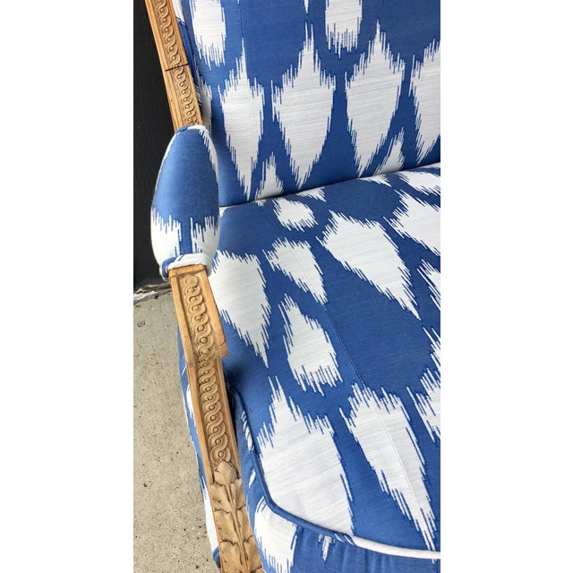 1930's Vintage Settee in Graphic Print For Sale - Image 4 of 11