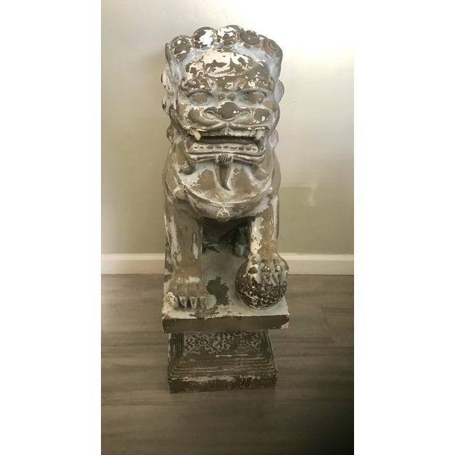 """Asian 33"""" H Large Weathered Vintage Gray Taupe Asian Foo Dogs - a Pair For Sale - Image 3 of 11"""