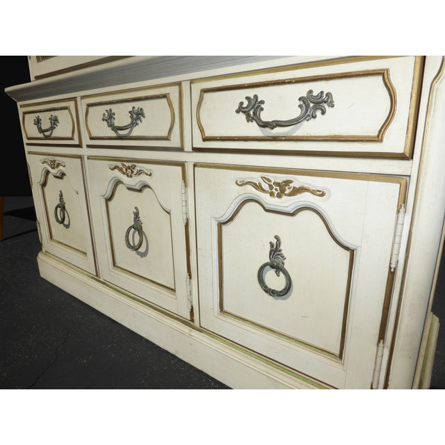 Thomasville French Country Carved Off-White Hutch - Image 10 of 11