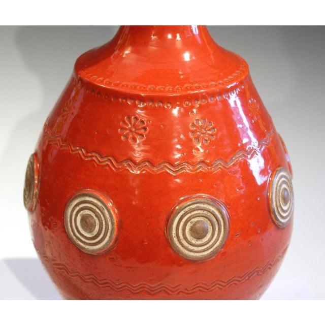 Italian Rimini Raymor Mid-Century Modern Pottery Zaccagnini Red Orange Lamp For Sale In New York - Image 6 of 11