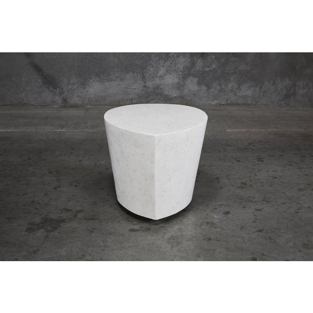 """Contemporary 1990s Contemporary White Freeform Tessellated Stone """"Hampton"""" Side Table For Sale - Image 3 of 13"""
