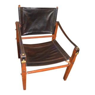 Mid Century Modern Gold Medal Furniture Safari Sling Chair in Black Vinyl For Sale