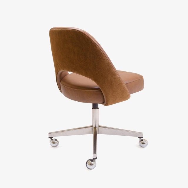 Mid-Century Modern Saarinen Executive Armless Chair in Saddle Leather & Suede, Swivel Base For Sale - Image 3 of 8