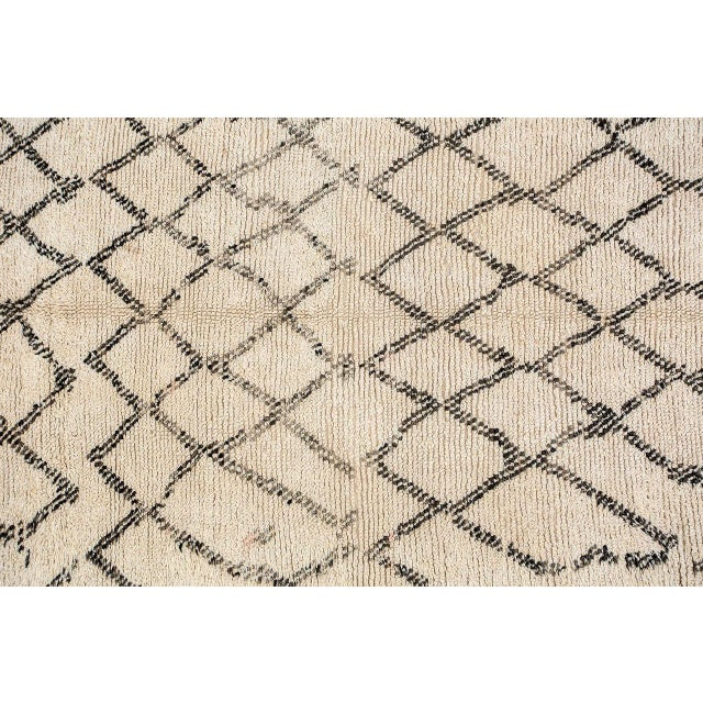Moroccan vintage Berber rug from the Beni Ouarain tribes. Lush white and black organic wool rug with geometrical lozenges...