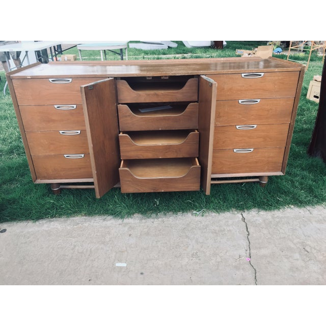 1970s 1974 Broyhill Premier Division Credenza With Mirror For Sale - Image 5 of 12