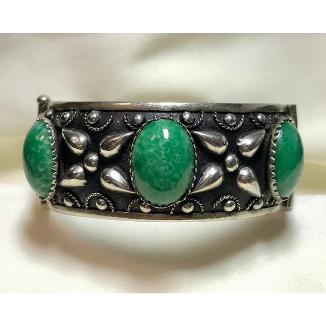 Green 1940 Silver-Plated Green Cabochon Hinged Bangle For Sale - Image 8 of 8