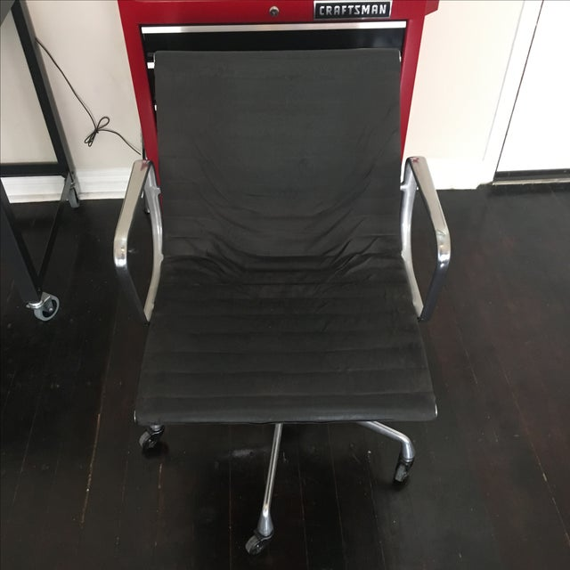 Eames Aluminium Group Management Chair - Image 5 of 5