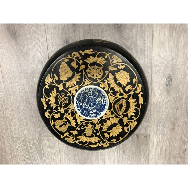 1950s Chinese Blue and White Ceramic Medallion Wooden Round Box For Sale - Image 5 of 5