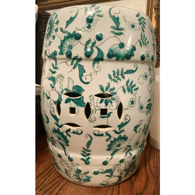 1990s Chinese Green and White Porcelain Barrel-Form Garden Stool For Sale - Image 5 of 13