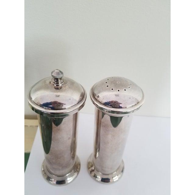 Gorgeous Acciaio Garantito silver metal salt shaker & pepper mill. Elegant design and beautiful quality this Italian set...