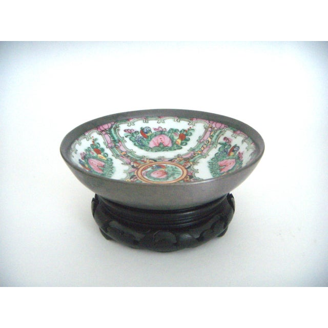 Maas Brothers Chinese Rose Canton Plate & Stand - Image 3 of 8