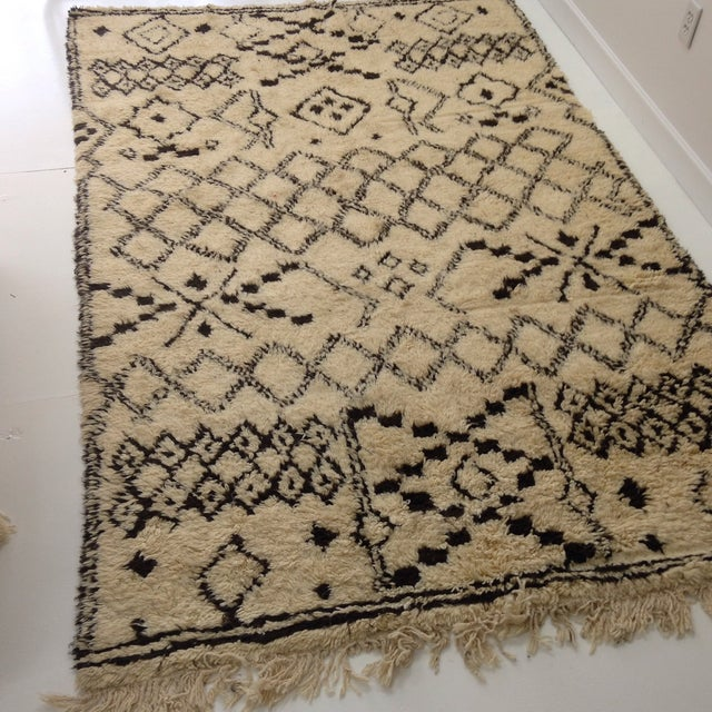 Authentic Moroccan Beni Ourain Rug - 5′5″ × 8′9″ For Sale - Image 4 of 6