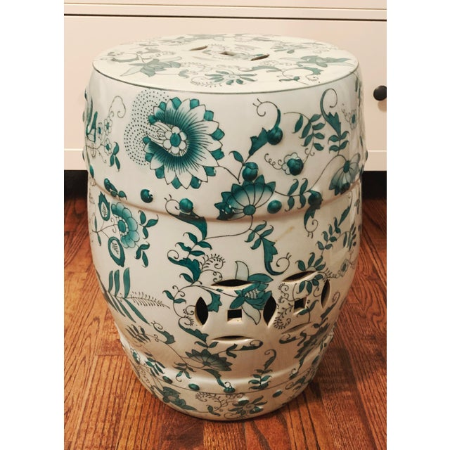 Chinese Green and White Porcelain Barrel-Form Garden Stool For Sale - Image 13 of 13