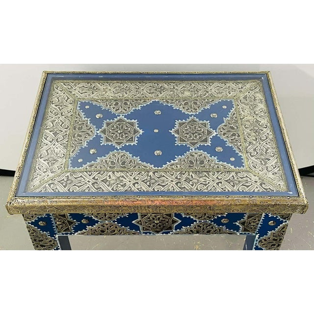 Hollywood Regency Style Moroccan Brass Blue Rectangular Side or End Table, Pair For Sale In New York - Image 6 of 13