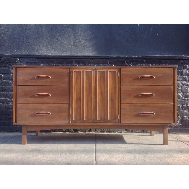 1960's American Mid-Century Dresser - Image 2 of 8