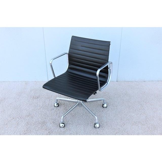 Herman Miller Mid-Century Modern Herman Miller Eames Aluminum Group Black Management Chair For Sale - Image 4 of 13