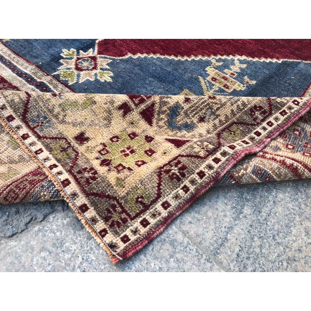 1960s Vintage Oversize Turkish Rug- 4′7″ × 8′8″ For Sale - Image 4 of 11
