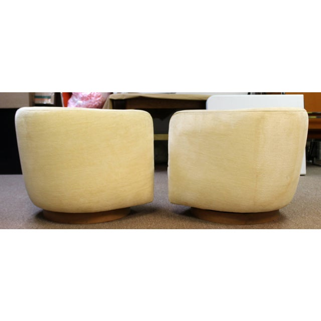1970s Mid-Century Modern Baughman Thayer Coggin Pair of Plinth Base Swivel Tub Chairs For Sale - Image 5 of 10