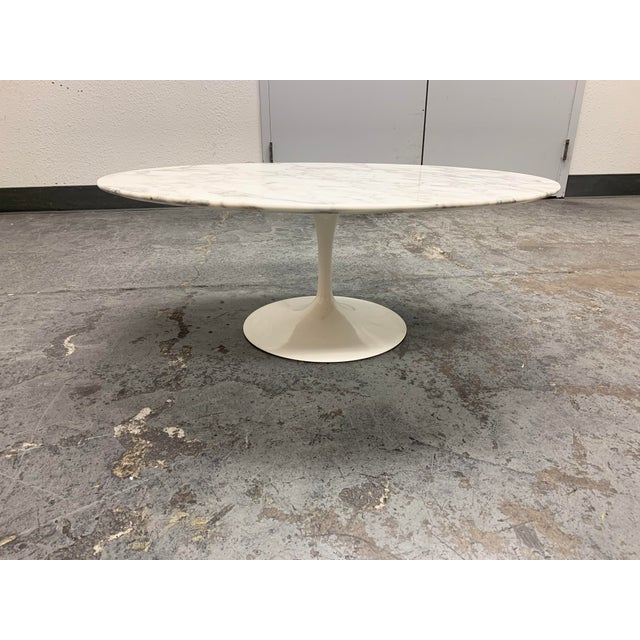 Design Plus Gallery presents a Saarinen Low Oval Coffee Table by Knoll. Designed by Eero Saarinen in 1956. In a 1956 Time...